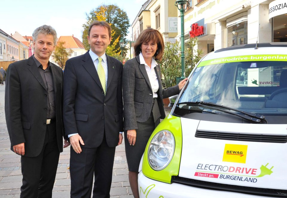 v.l.n.r.: Ingmar Höbarth (Klimafonds-Geschäftsführer), Niki Berlakovich (Umweltminister), Andrea Fraunschiel (BgmIn)