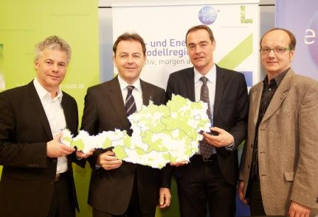 v.l.n.r. Ingmar Höbarth ,GF Klima- und Energiefonds, Niki Berlakovich, Umweltminister, Bürgermeister Peter Radatz (Energieregion Leithaland) und Otmar Schlager, Energieagentur der Regionen