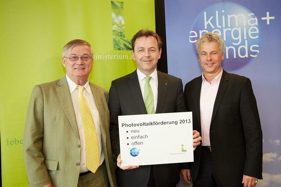 v.l.n.r. Hans Kronberger, Photovoltaik-Präsident, Niki Berlakovich, Umweltminister und Ingmar Höbarth, Geschäftsführer Klima- und Energiefonds