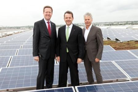 v.l.n.r.: Walter Hitziger (Post-Vorstand), Niki Berlakovich (Umweltminister), Ingmar Höbarth (Geschäftsführer Klima- und Energiefonds)